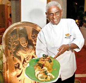 Chef-pubilis-presenting-a-dish 282