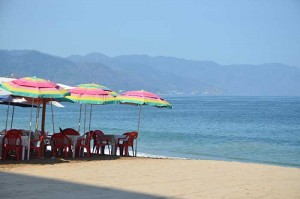 Tables-by-sea-Puerto-Vallarta-c-worthington700
