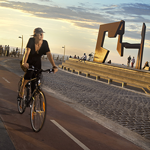 Cycling friendly San Sebastian with miles of bike lanes. Photo: San Sebastian Tourism, Bidegorri_Oteiza